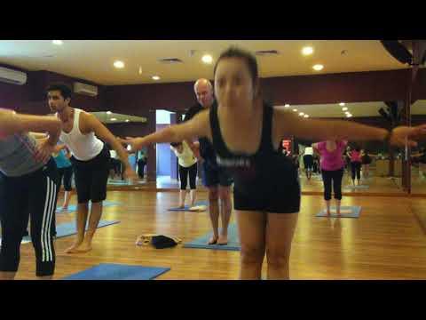 Sun salutaion Surya Namaskar Yoga Flow Whole body workout Master praveen Hanoi