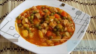 Tavuklu bezelye yemeği tarifi - Tavuk etli bezelye yemeği nasıl yapılır - Sulu tencere yemekleri