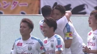 CKのチャンスからファーサイドに流れたボールを小林 悠(川崎F)が押し...