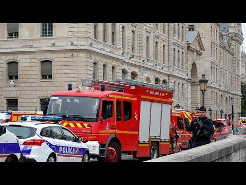 Четверо полицейских убиты при нападении в префектуре Парижа…