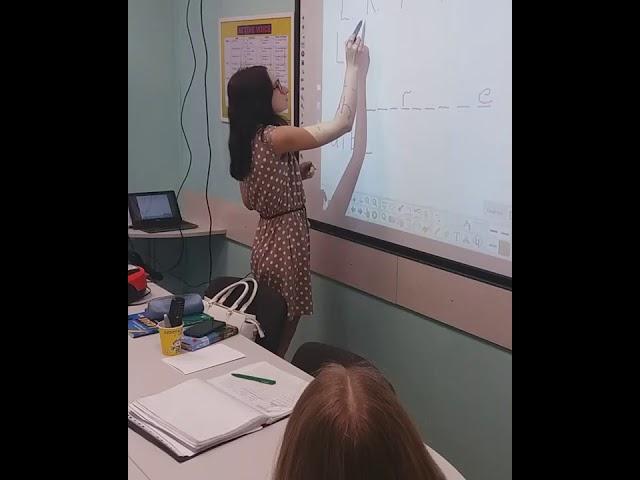 Изучаем лексику при помощи интерактивной доски играем в Виселицу на английском.