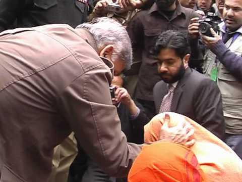 CM Punjab Shahbaz Sharif Salute SHO in Sialkot
