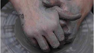 как центрировать глину на гончарном круге