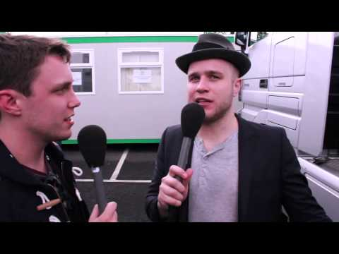 Silent for 20 seconds with Olly Murs  - Chris' Awkward Interview Challenge (by Dan & Phil!)