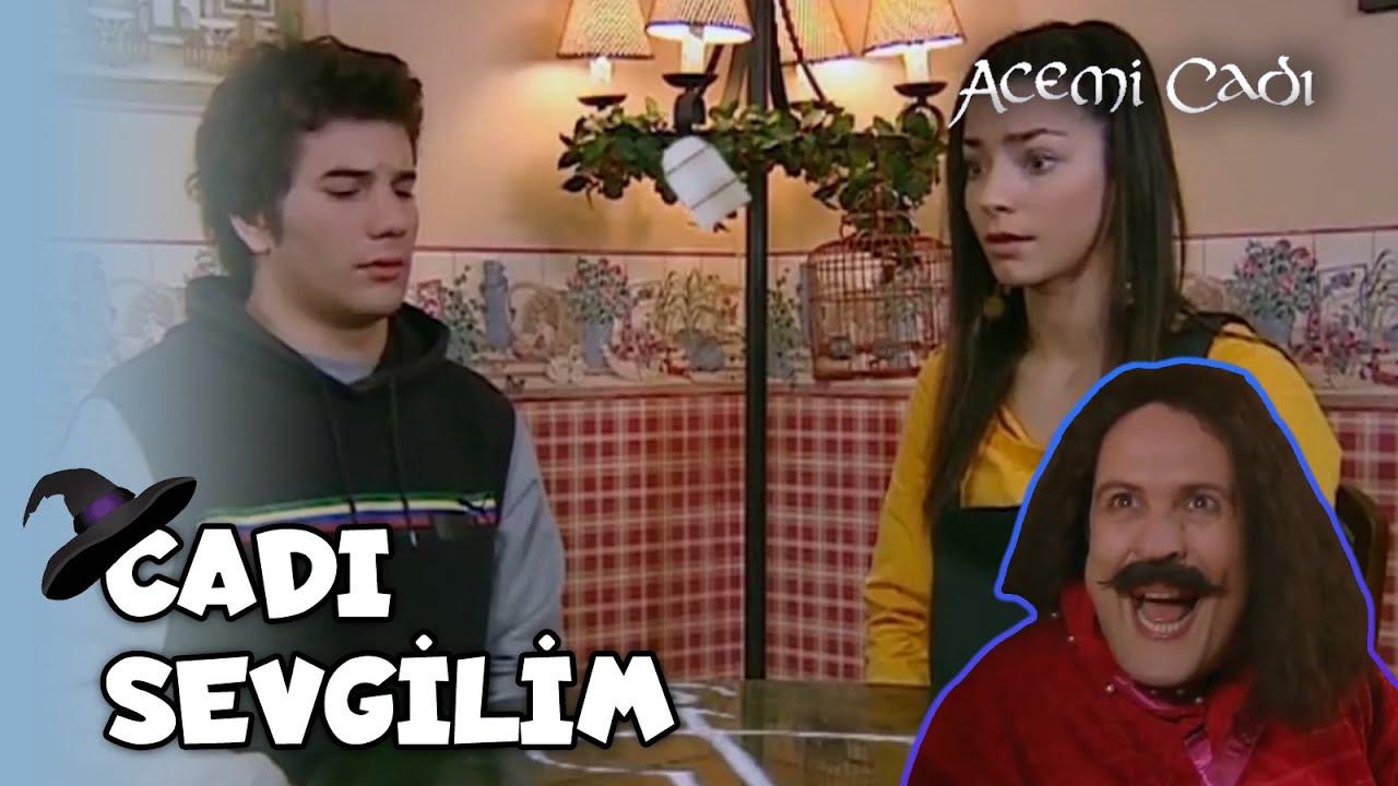 Ayşegül, Selim'e Sihirli Güçleri Olduğunu Söylediği An! - Acemi Cadı Özel Klip