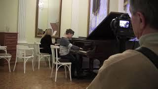 Смотреть видео Бах. Концерт фа минор 2, 3 части, исп.Всеволодов Михаил онлайн