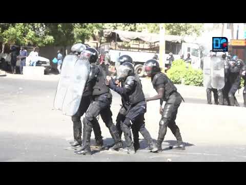 """Université de Dakar : comment la marche de l'opposition a viré en """"Intifada"""" avec la police."""