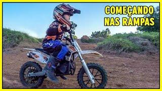 Mini Moto Na Pista de MotoCross 50cc Piloto 5 Anos !