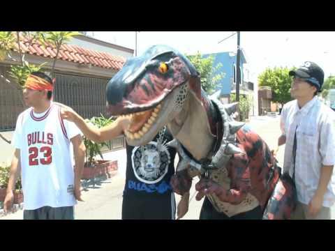 Dinochaurio Cholo hace maldades