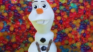 OLAF joins Elsa and Anna toddlers in ORBEEZ ! Playing in Orbeez