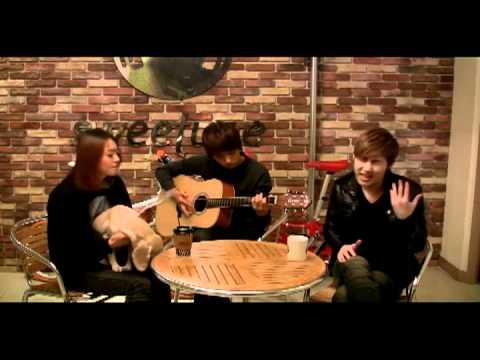 Infinite Sunggyu and Myungsoo singing Lucky (Jason Mraz)
