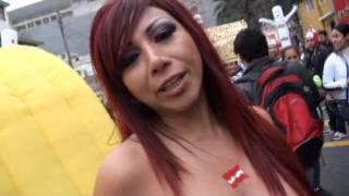 Repeat youtube video Daysi Araujo muestra todo por la seleccion Peruana.