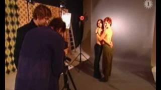 Katja Retsin Geena Lisa Peeters poseren naakt voor Menzo photoshoot tegen bont