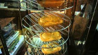 RM PIES getting warm in the Pie Warmer(photo/video shows the Classic Type Pies of 250 gms each.This is the Chicken Mushroom type of classic pies selling at RM 6.50 each...Call Ramli 0192537165 ..., 2013-11-20T14:04:22.000Z)