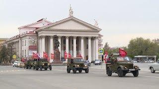 В Волгограда самолет сбросил на площадь Павших Борцов сотни праздничных листовок