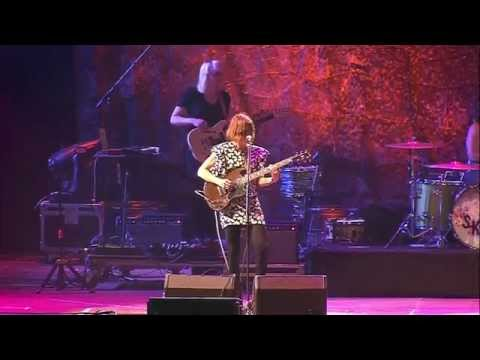 "Sleater-Kinney - ""Bury Our Friends"" at Primavera Sound 2015"
