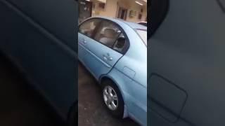 بالفيديو.. سكان عمارة بالدمام يتفاجأون بسرقة محتويات سياراتهم ليلاً