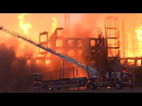RAW: Oakland building collapses during 4-alarm fire