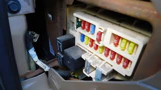 chrysler sebring 2001-2006 fuse box location and diagram - youtube  youtube
