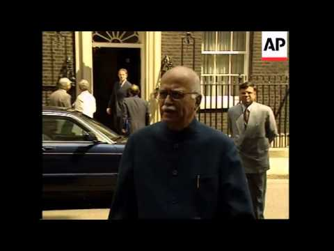 Indian deputy prime minister meets Blair, photo op