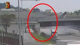 L'incidente ripreso dalle telecamere dell'A14