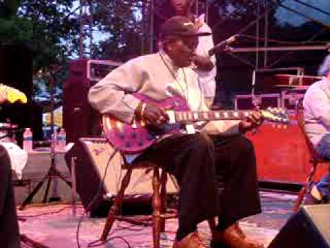 David Honeyboy Edwards - Catfish Blues
