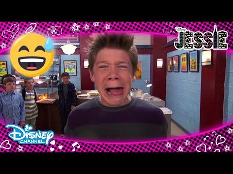 Jessie | Luke Ve Ravi Okulun Zorbasını Alt Ediyor🤘| Disney Channel TR