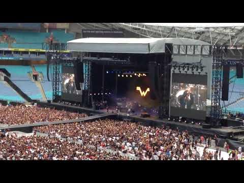 """Weezer: """"Island in the Sun"""" (Live @ ANZ Stadium, Sydney, 27/01/18)"""