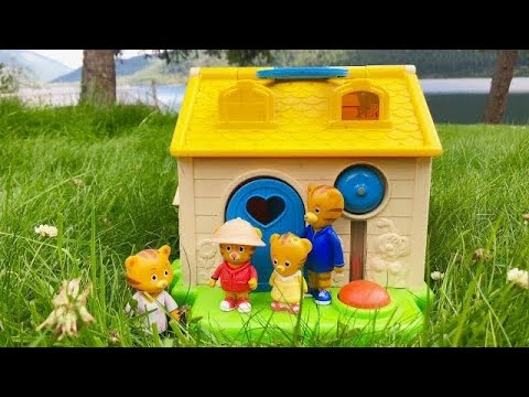 Fisher Price LITTLE PEOPLE House And Daniel Tiger's Neighbourhood Toys APPLE Collecting!