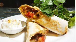 Бурито. Мексиканская кухня буррито с мясом.