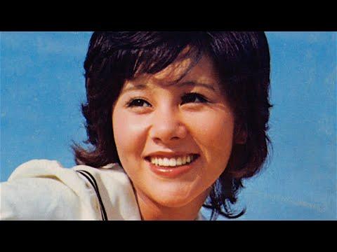 """1972年9月21日にリリースされた、天地真理さんの3rdアルバム「虹をわたって」に収録されている曲です。同年に当時のフォーク・グループ """"青い三..."""