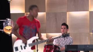 "Los chicos cantan ¨Dame Tu Amor"" | Momento Musical | Violetta"