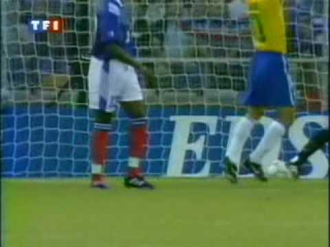 Tournoi de France 1997: France vs Brazil Roberto Carlos Free Kick