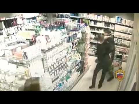 Разбойное нападение с ножом в магазине в Москве