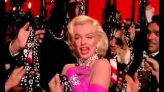 Santa cutie Marilyn Monroe
