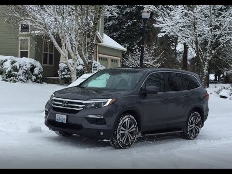 2017 Honda Pilot driving in snow - Portland winter storm 2017