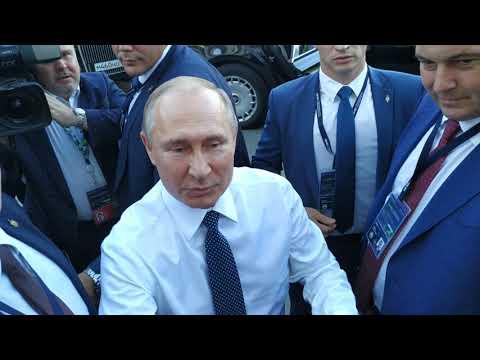 ПУТИН ВЫШЕЛ К ЛЮДЯМ. ФСО работает четко.Кортеж президента Владимира Путина в Екатеринбурге .PUTIN