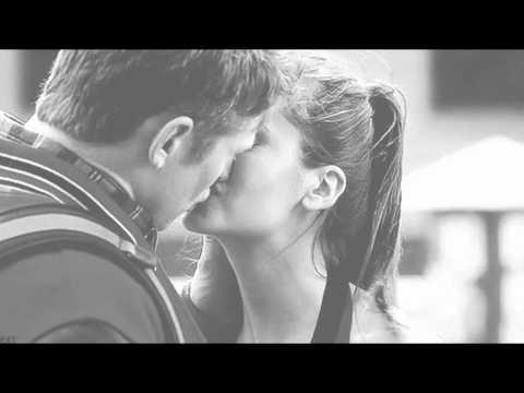 Анимированные картинки поцелуи и объятиями