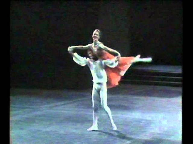 Romeo & Juliet - Nureyev, Fracci, Fonteyn - 3/8 The Balcony Scene