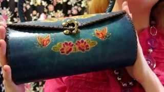 АСМР * Магазин необычных сумок * Ролевая игра * ASMR Roleplay(Это АСМР видео. Вы случайно зашли в магазин необычных сумок. Консультант покажет вам несколько симпатичных..., 2015-10-27T14:07:58.000Z)