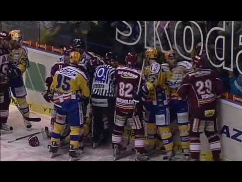 Nejlepší česká hokejová bitka - PSG Zlín @ HC Sparta Praha (439 trestných minut)