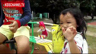 Playing in The Park with a cartoon larva doll | 만화 애벌레 인형으로 공원에서 놀다.