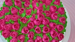 Torcik z różyczkami