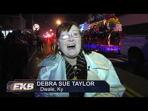 Prestonsburg sees first snow during Christmas Parade