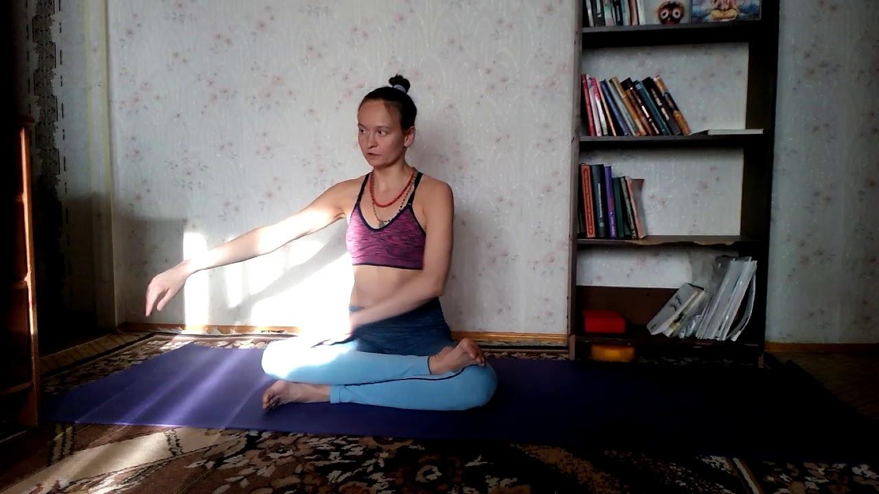 Йога с Натальей Чистяковой. Как подготовиться к Падмасане.   Yoga. How to prepare for Padmasana.