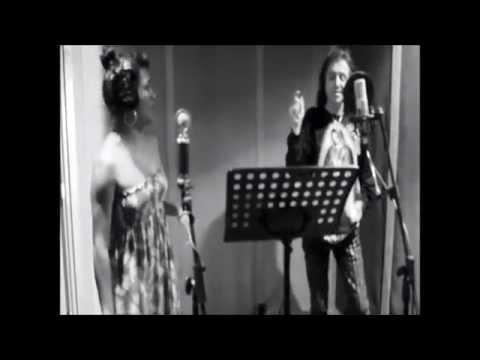 Alejandra Robles  La Playa feat Alex Lora