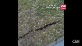 En Japon, se abre el suelo y sale agua