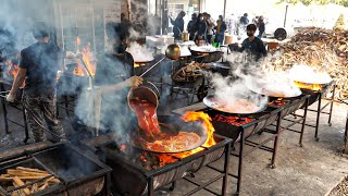 Download lagu 역대급 초대형 솥뚜껑 닭볶음탕!? 웨이팅은 기본 줄서서 먹는 솥뚜껑 토종닭 닭볶음탕 / amazing spicy chicken soup / korean street food