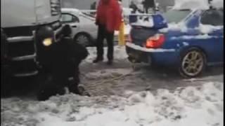 Subaru Impreza вытягивает фуру