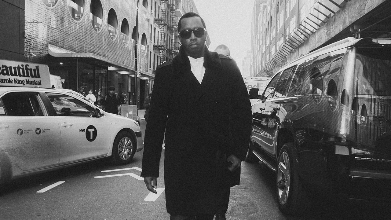 Diddy Becomes First Hip Hop Billionaire! Beating Jay-Z & Dr Dre!!